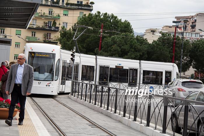 biglietto tram incidente palermo donna binari