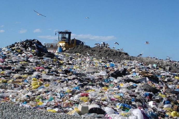 Emergenza rifiuti, 50 comuni protestano contro il divieto di conferimento in discarica
