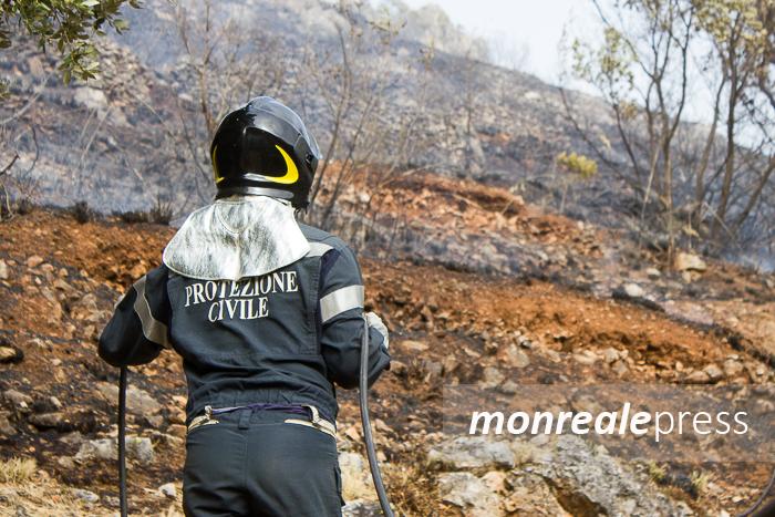 Campagna antincendio, i volontari della protezione civile in piazza a Monreale