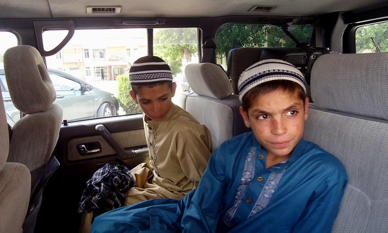 """Pakistan, di giorno vivi, di notte come morti. Il mistero dei """"bambini solari"""""""