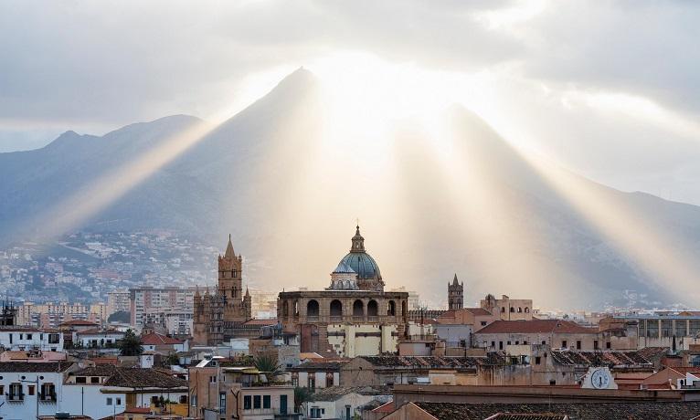 Siciliani sempre più indebitati: l'analisi di Federconsumatori