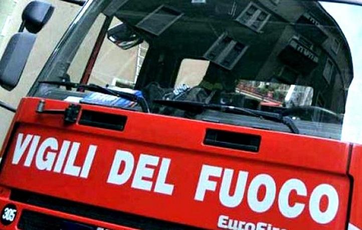 Villaciambra, incendio nella notte in un'abitazione: palazzina evacuata