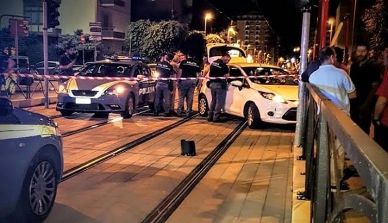 Inseguimento in via Notarbatolo, auto finisce tra le corsie del tram