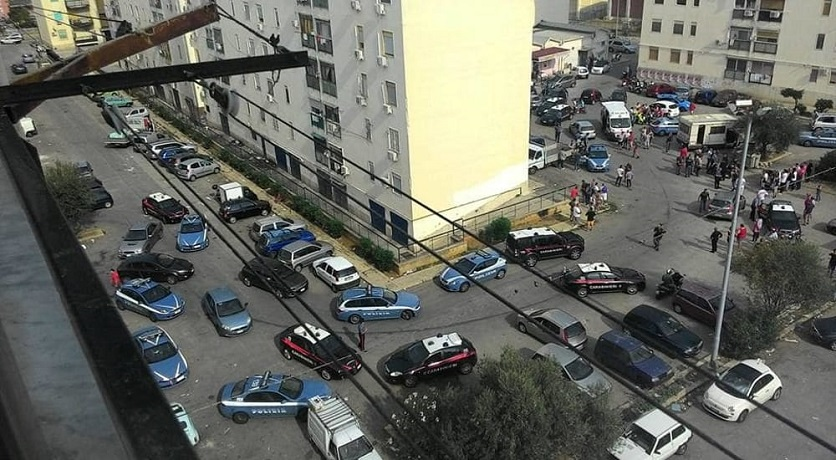 Armato di pistola minaccia passanti a Palermo: arrestato