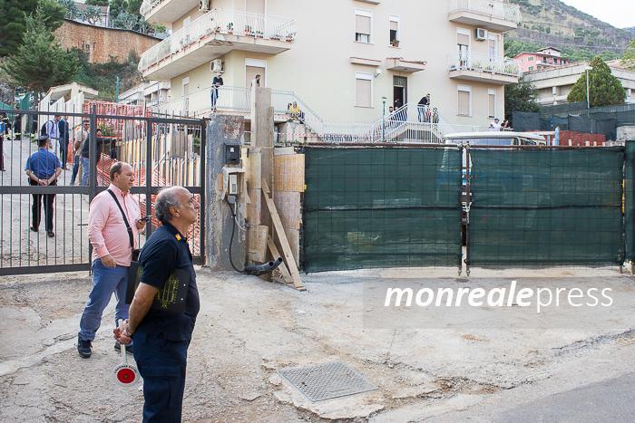 Crolla muro nella zona di Villaciambra, passante muore travolto