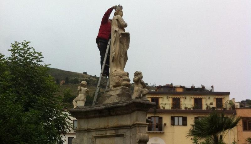 Dopo i lavori di pulizia torna la corona della Madonna di piazza Guglielmo