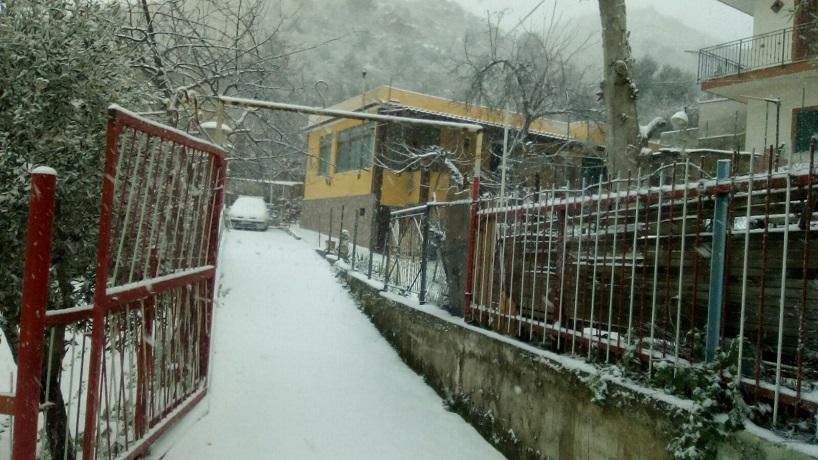 San Martino, prigionieri in casa