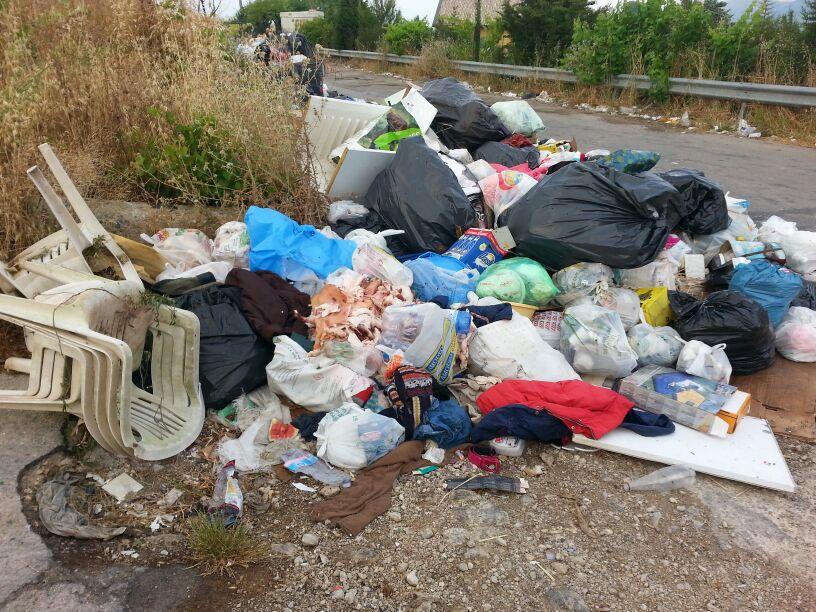 """""""Lotta ai pendolari dei rifiuti"""": telecamere per chi abbandona la spazzatura"""