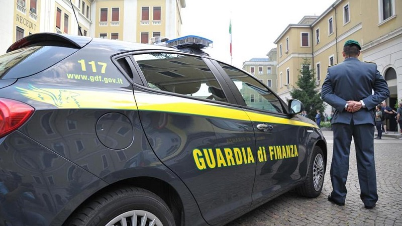 cellulari dirigenti tossici appartamenti confisca cocaina