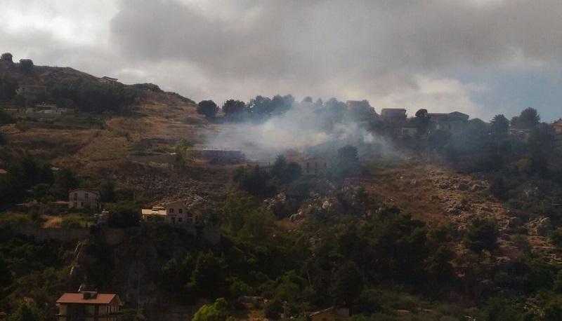 Incendi a Pioppo e Poggio: al Villaggio Sant'Anna il fuoco sfiora le case