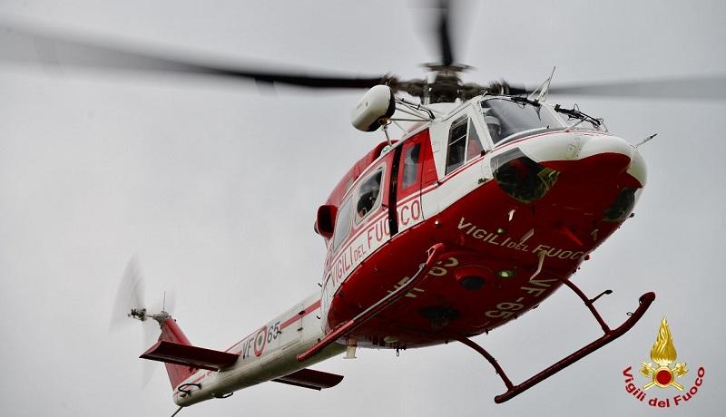 Elicottero Vigili Del Fuoco : Incendi la regione potenzia flotta dei vigili del