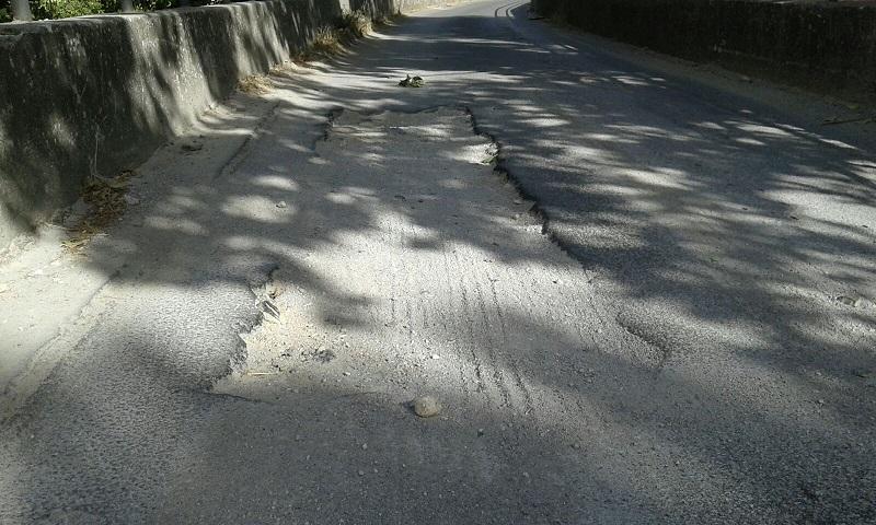 Buche e sconnessioni: in via Linea Ferrata a Monreale limite di velocità a 30 chilometri orari