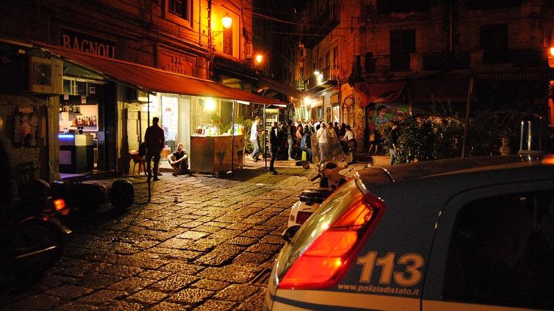Troppe persone e senza agibilità, la polizia multa due discoteche