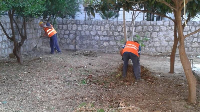Aquino, i volontari ripuliscono la scuola materna di Fondo Pasqualino