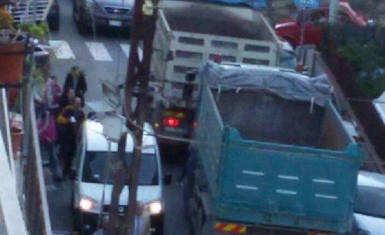 Villaciambra sempre nel caos: e un furgone travolge una donna davanti la scuola Albano