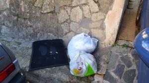 rifiuti-villaciambra1