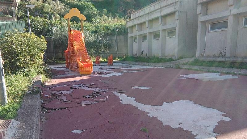 Villaciambra, mancano le condizioni di sicurezza: alla materna divieto di utilizzare il parco giochi