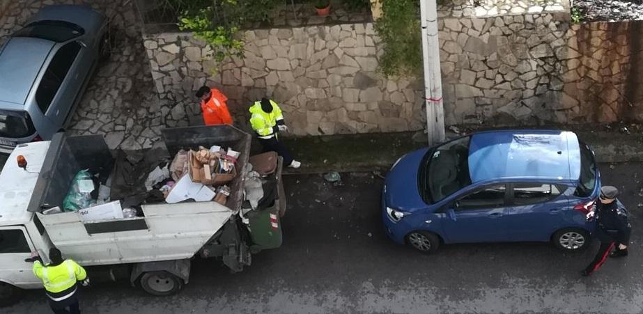 Villaciambra, rimosso il materiale pericoloso: e i carabinieri cercano il colpevole