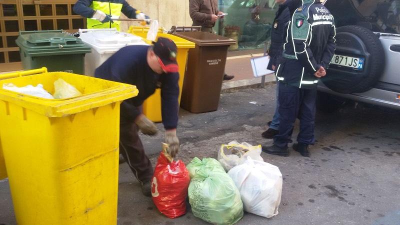 Monreale, controlli sui sacchetti abbandonati: i Vigili individuano i responsabili