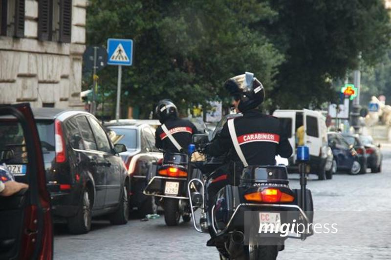 Latitante tradito dall'amore: carabinieri seguono la moglie e lo arrestano