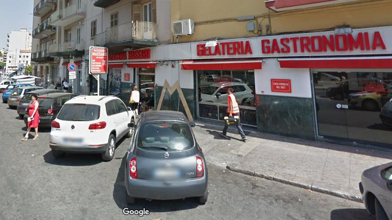 Palermo, in sette entrano armati e portano via l'incasso: rapina al bar Massaro