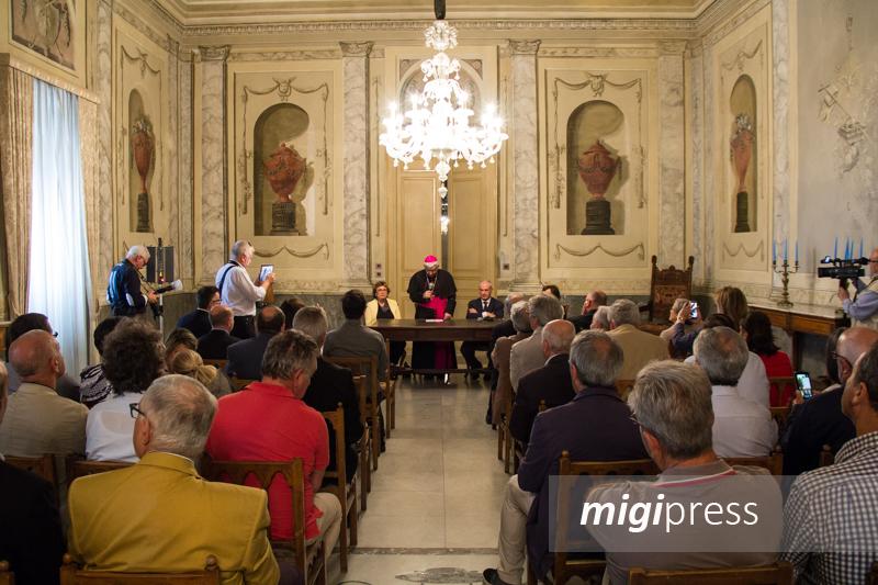 """""""Dialogo sulla corruzione"""", il libro dell'arcivescovo Pennisi e del prefetto Sammartino"""