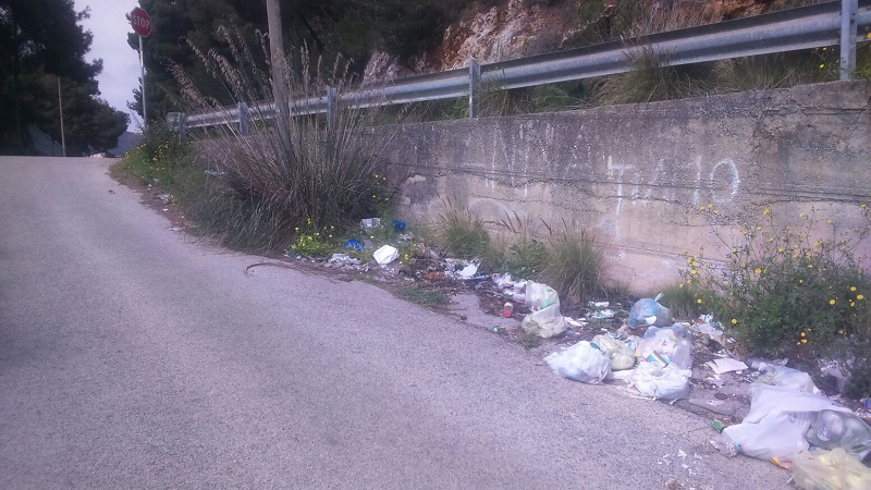 San Martino, ancora rifiuti abbandonati in strada: la denuncia della Consulta