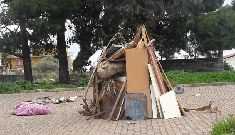 """Aquino, catasta di legna pronta per la """"vampa"""" di San Giuseppe: intervengono i vigili"""
