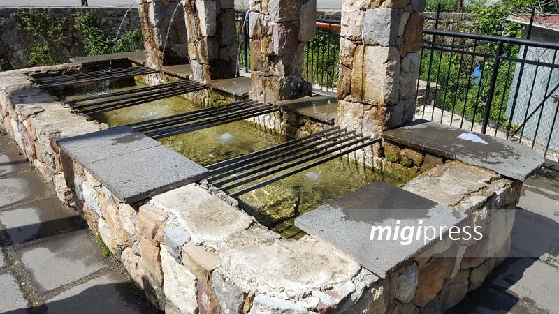 Giacalone la fontana della vergogna rubate le piastrelle e il rivestimento in pietra lavica - Piastrelle pietra lavica ...