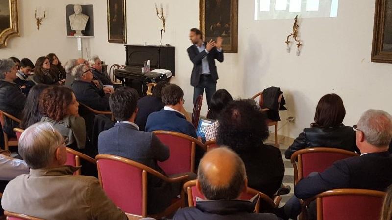 """Il Movimento 5 Stelle """"pesca"""" a sinistra: Roberto Gambino candidato sindaco?"""