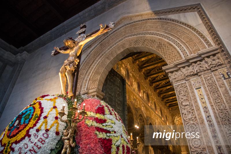 Fuochi d'artificio e campane a festa: Monreale omaggia il Crocifisso