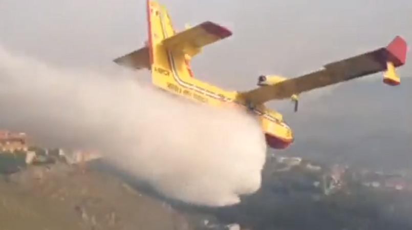 Vasto incendio tra Boccadifalco e San Martino: Canadair in azione