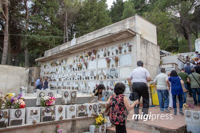 Cimitero degli orrori a San Martino, il tribunale revoca gli arresti domiciliari ai Messina