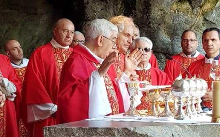 Anniversario dell'ordinazione di monsignor Pennisi: in diretta tv il Rosario da Lourdes