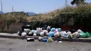 rifiuti-via-candido1