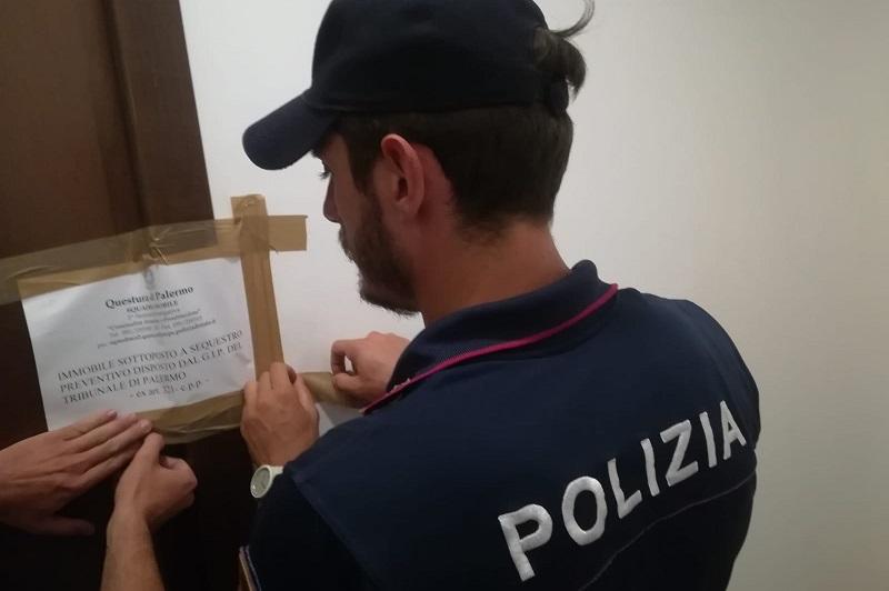"""Palermo, casa """"a luci rosse"""" in pieno centro: la Polizia sequestra un appartamento"""