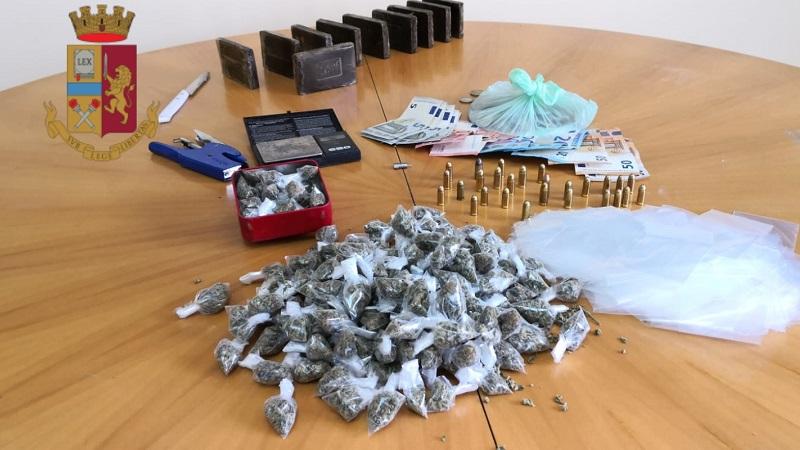 Palermo, munizioni, droga e scommesse abusive: blitz della polizia allo Zen