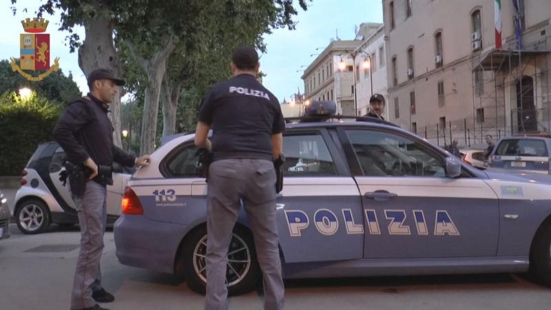 Perseguita la ex fidanzata e aggredisce gli agenti intervenuti: arrestato