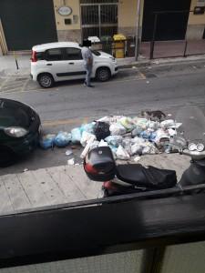rifiuti-via-aldo-moro