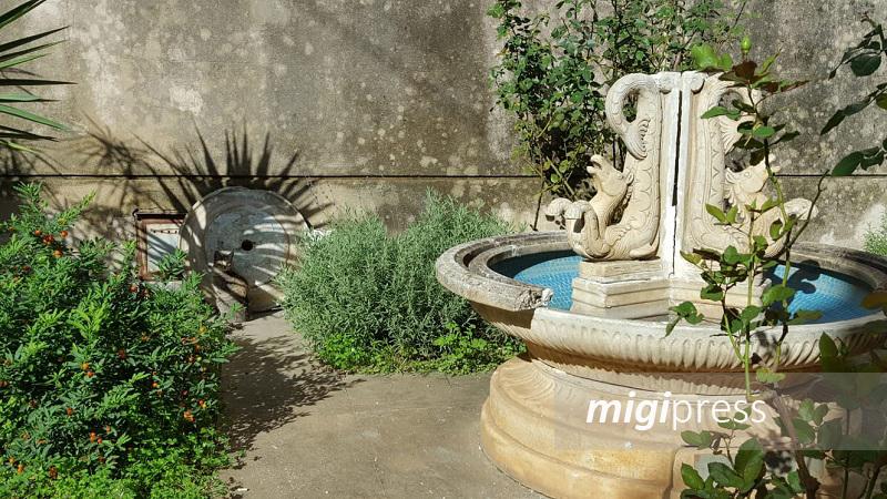 Monreale, vandali ancora in azione, danneggiata la fontana della Collegiata