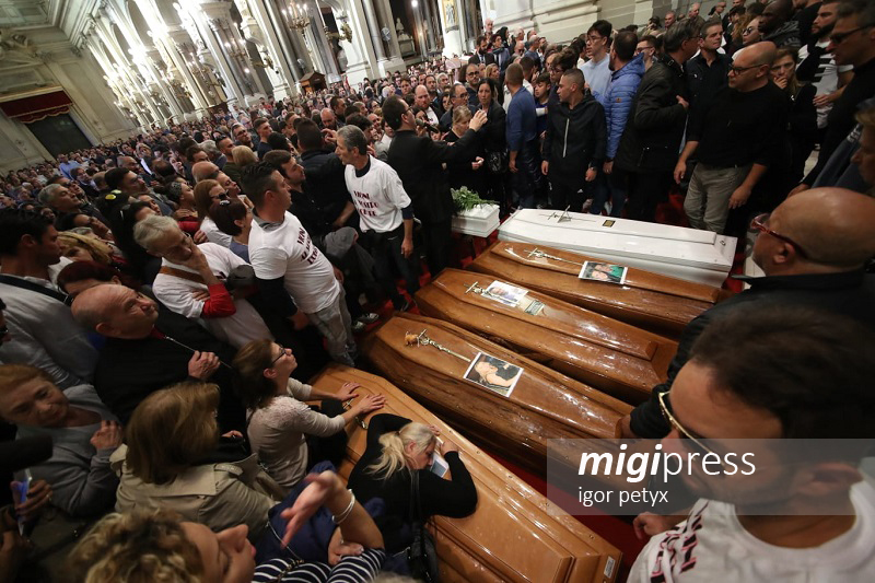 Palermo, in migliaia per l'ultimo saluto alle vittime della tragedia di Casteldaccia