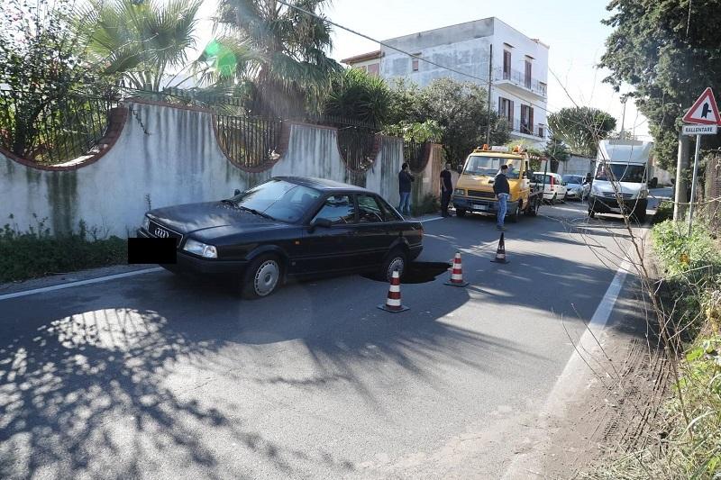 Via Olio di Lino, slitta la riapertura: necessario un altro scavo