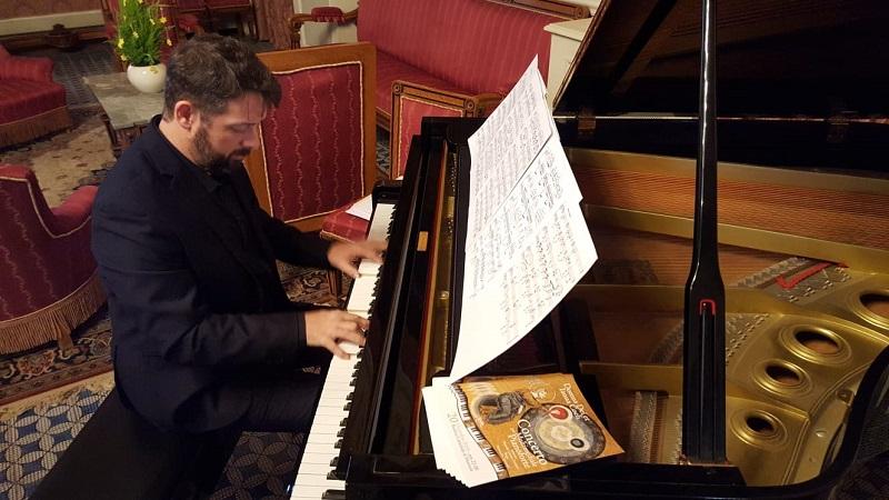 La bellezza dei mosaici e il pianoforte di Marcelo Cesena: concerto/evento al Duomo