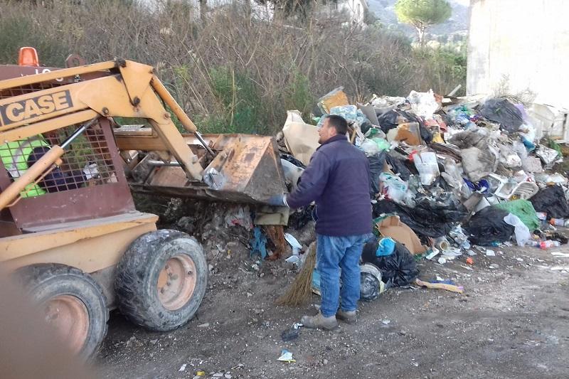 La discarica storica di via Pg 20: intervento della Mirto per rimuovere le montagne di rifiuti