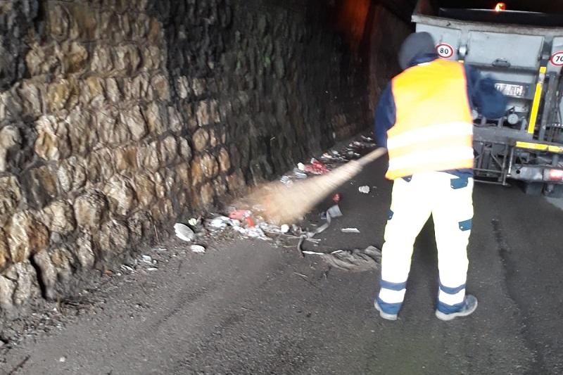 Monreale, la galleria di via Linea Ferrata è una discarica: intervento della Mirto