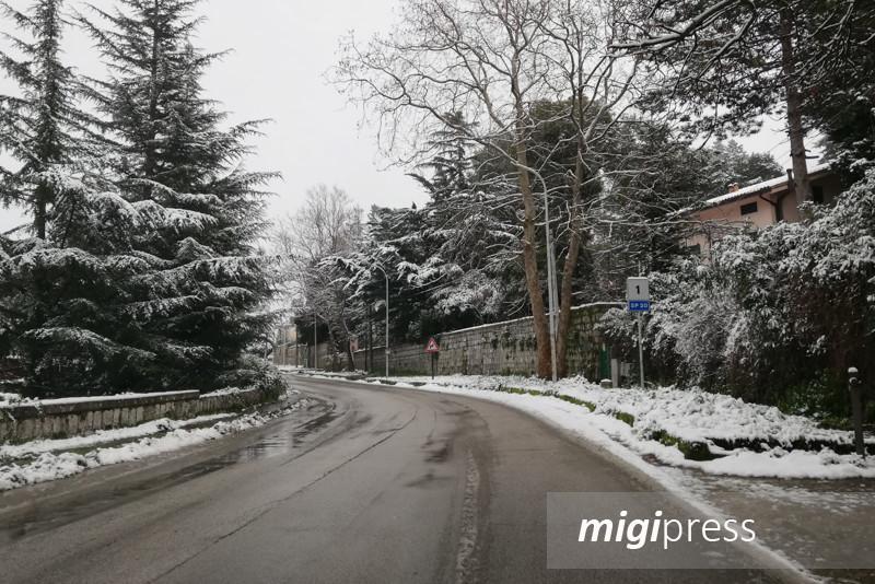 Nebbia, neve e il pericolo ghiaccio: attenzione sulle strade monrealesi