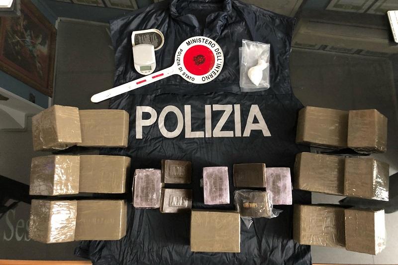 Palermo, sorpreso l'ultimo dell'anno con 15 chili di droga in casa: arrestato 42enne