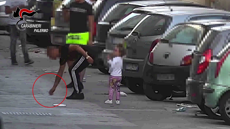 Palermo, smantellata banda che spacciava crack anche davanti ai bambini: 8 arresti