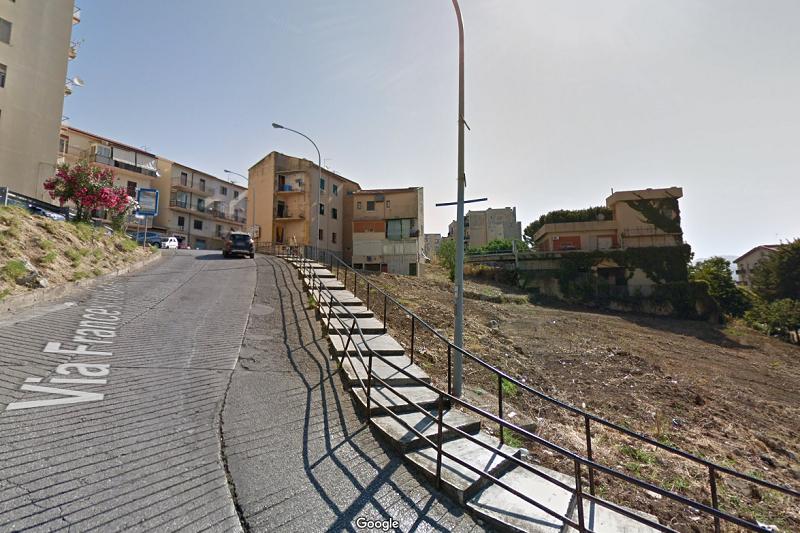 Cade con il suo scooter in via Gravina e chiede al comune di Monreale 54 mila euro di danni