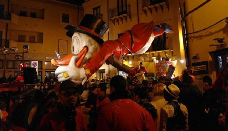 Carnevale, tra carri, maschere e spettacoli: gli eventi da non perdere